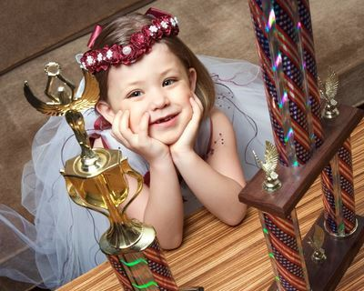 essay on negative aspects of child beauty pageants Negative effects of beauty pageants is it right to want to teach children that beauty is solely based on what is on the outside, or should they know that beauty.
