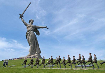 The 6 Most Intimidating Statues from Around the World ... Мамаев Курган