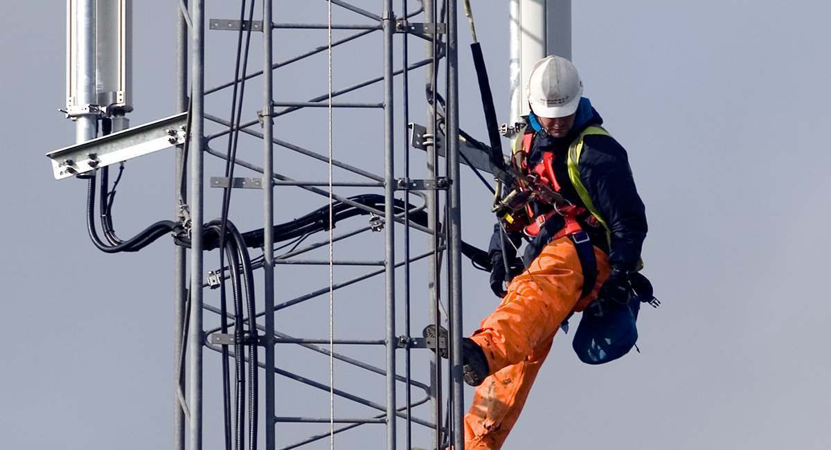 5 terrifying realities of my job as a cell tower climber cracked com rh cracked com Cell Tower Technician Salary Radio Tower Technician
