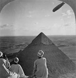5 Photos Of The Past That Look Like Trippy Fantasy - tourists at the Great Pyramid of Giza in the late 1800s