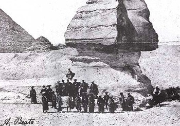 5 Photos Of The Past That Look Like Trippy Fantasy - The Ikeda Embassy of Japanese samurai visiting the Sphinx in 1864