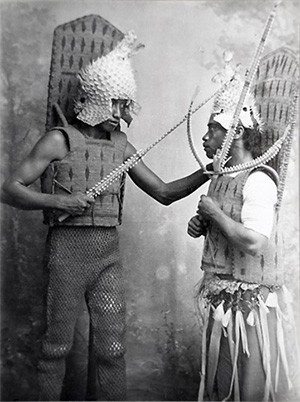 5 Photos Of The Past That Look Like Trippy Fantasy - I-Kiribati warriors dressed in armor made from sea creatures