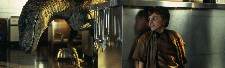 8 On-Set Photos That Break The Spell Of Famous Horror Films