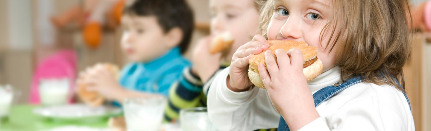 5 Absurd Things American Schools Do To Completely Ruin Lunch