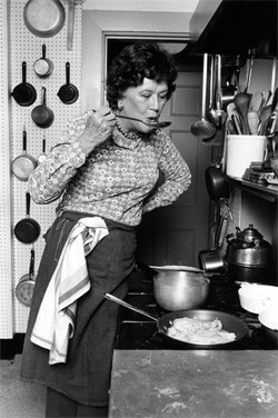 5 Historical Moments Starring Absolutely Random Famous People - Julia Childs tasting food