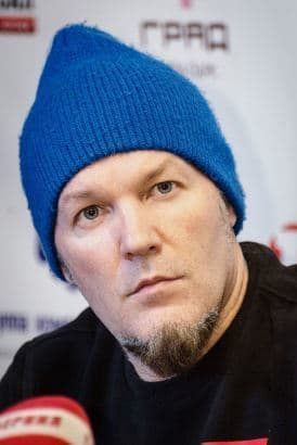 There's a surprising number of pictures online of Fred Durst looking at cameras like he doesn't know what cameras are.