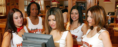 6 Surprising Realities of Life as a Hooters Girl