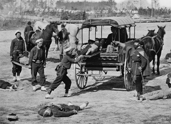 5 Medical Procedures From 30 Years Ago (That Now Seem Barbaric) - an old photo of a wagon loading corpses during the Civil War
