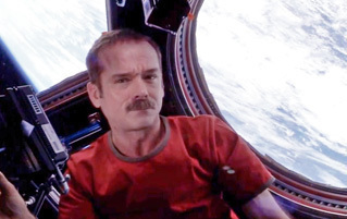 6 Ways Movies Get Space Wrong (by Astronaut Chris Hadfield)