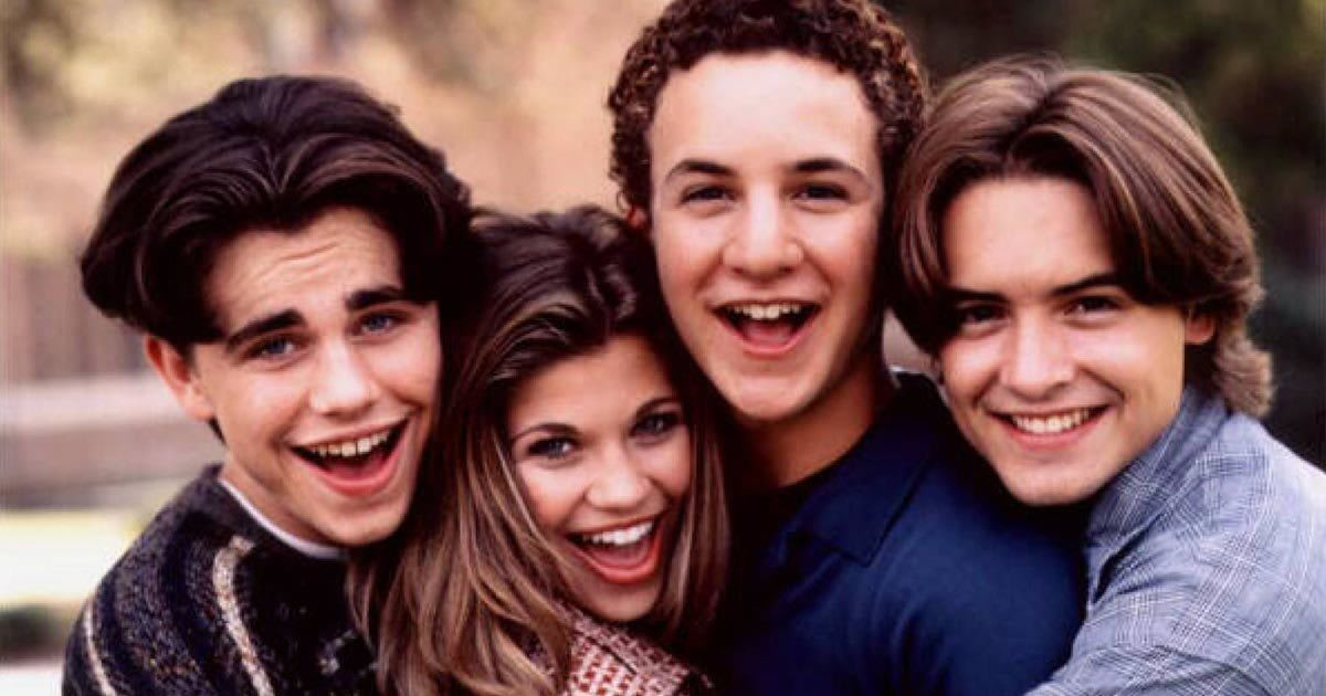 5 Weird Supernatural Plots In Famous Sitcoms