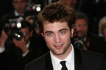 6 Confusing Stories From Robert Pattinson That Ask More Questions Than Answers - Robert Pattinson Surrounded By Paparazzi