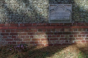The Queen Has Her Own Private (Creepy) Pet Cemetery