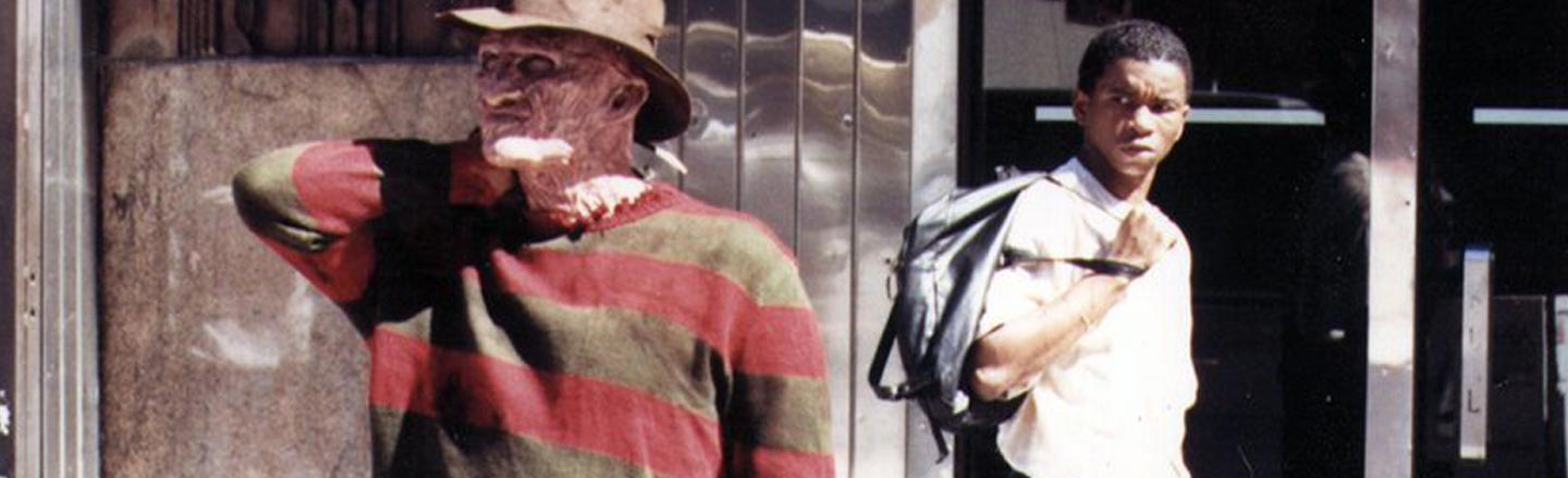 10 Backstage Photos That Make Scary Movies Look Hilarious