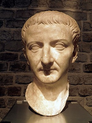 5 Rich People Who Prove Wealth Makes You Weird - Augustus, the rumored inspiration for Mark Zuckerberg's haircut