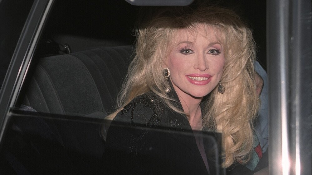 12 of Dolly Parton's Good Deeds