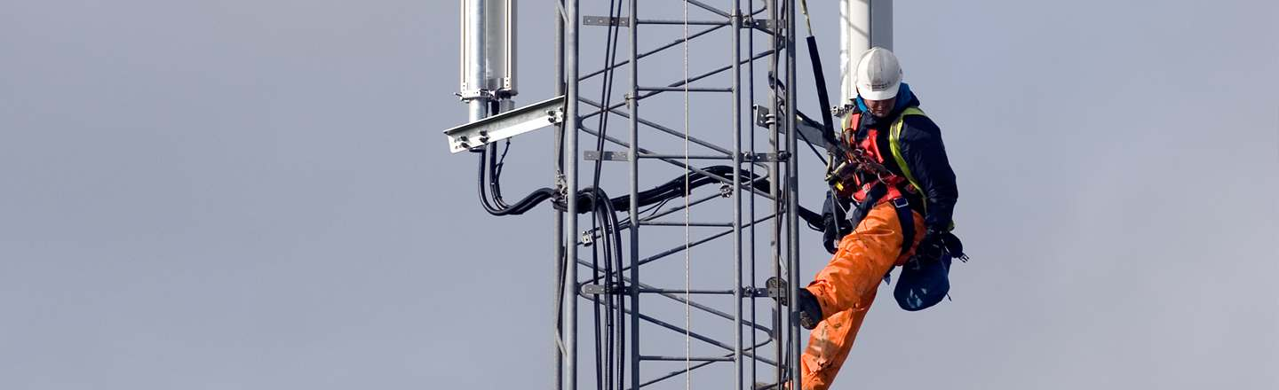 5 Terrifying Realities Of My Job As A Cell Tower Climber