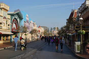 6 Hidden Sides of Disneyland Only Employees Get to See