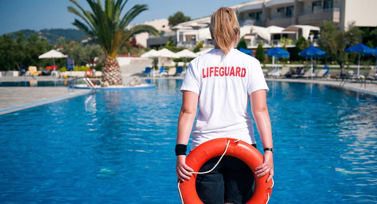 5 Horrifying Things Only Lifeguards Know About Public Pools