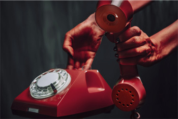 4 Bizarre Realities of Life as a Phone Psychic