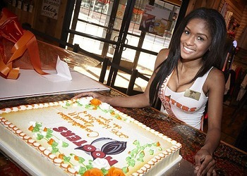 5 Nasty Realities Of Work In A Hooters-Style Breastaurant