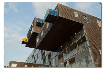 4 Buildings That Defy the Laws of Gravity